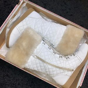 WOMENS US 7.5 JELLY POP WHITE FAUX FUR BOOTS❗️